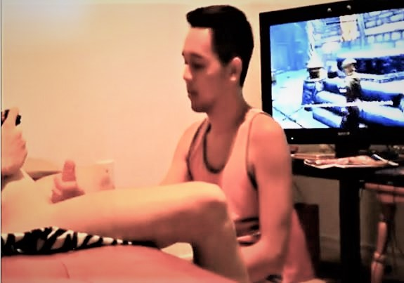 Gamer Xbox while sucking Cock