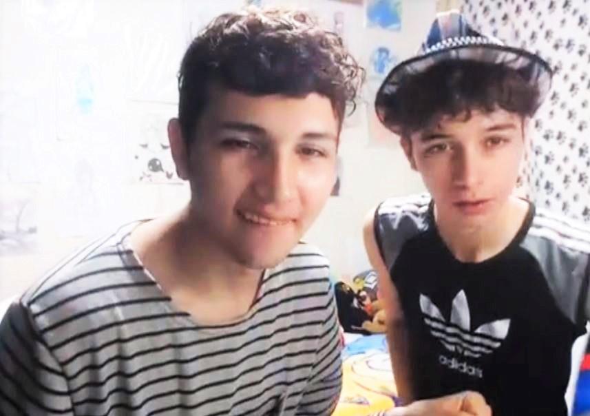 Hermoso Boy with friend